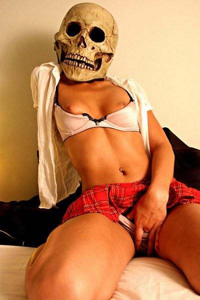 04_img_2020_skull_01_ps