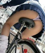 Japanesegirlonbicycle_2